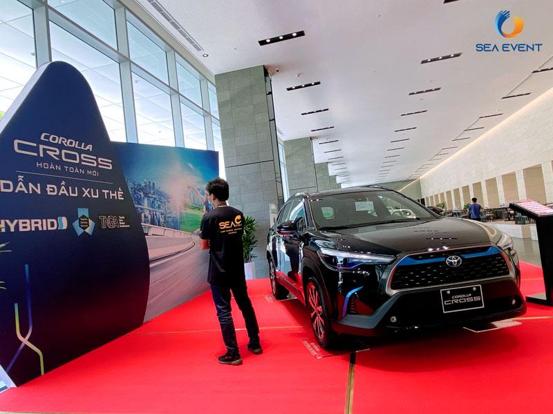 Thi-Cong-Booth-Trung-Bay-Ra-Mat-Xe-Toyota-Cross 13