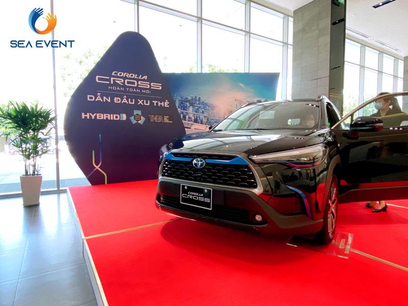Thi-Cong-Booth-Trung-Bay-Ra-Mat-Xe-Toyota-Cross 20