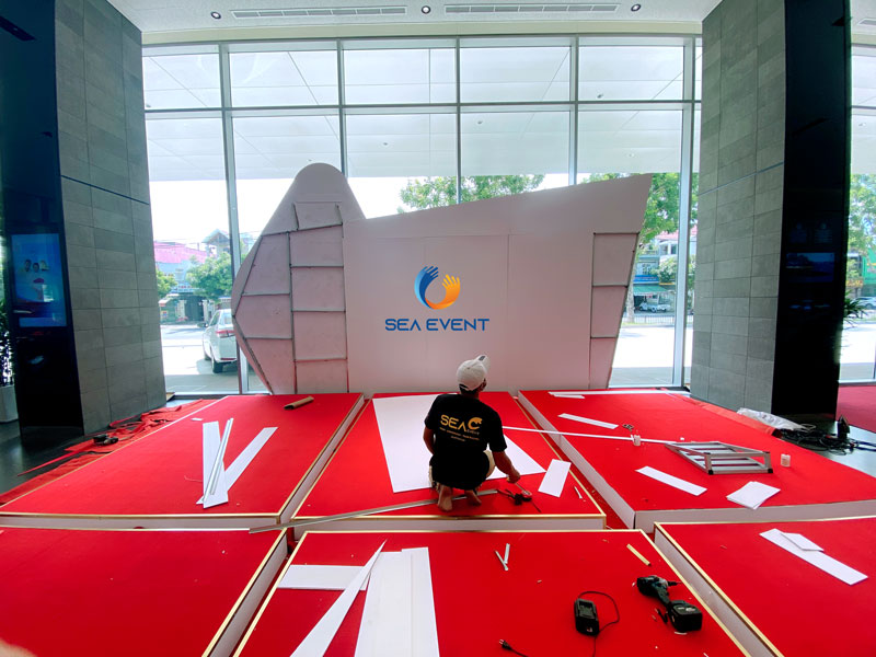 Thi-Cong-Booth-Trung-Bay-Ra-Mat-Xe-Toyota-Cross 6