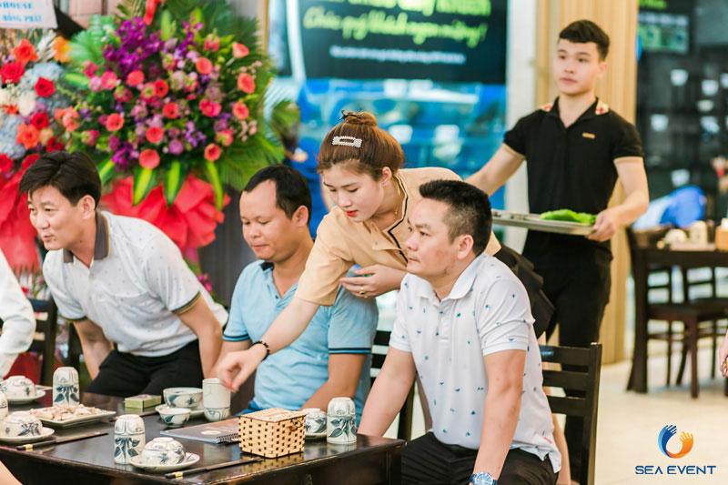 Khai-Truong-Nha-Hang-Dang-Gia-555-Nguyen-Tat-Thanh 17