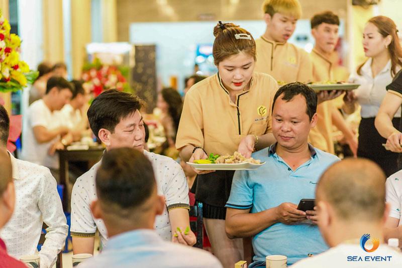 Khai-Truong-Nha-Hang-Dang-Gia-555-Nguyen-Tat-Thanh 32