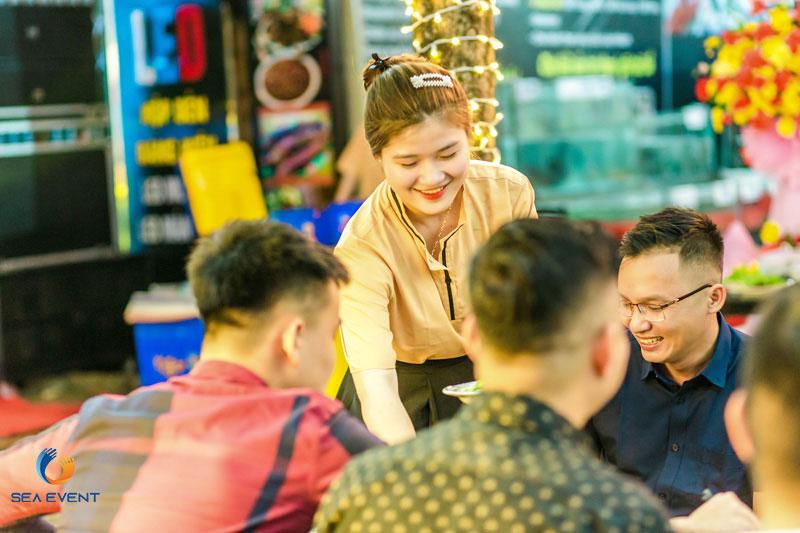 Khai-Truong-Nha-Hang-Dang-Gia-555-Nguyen-Tat-Thanh 36