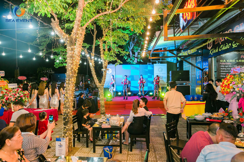 Khai-Truong-Nha-Hang-Dang-Gia-555-Nguyen-Tat-Thanh 47
