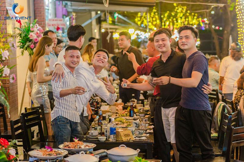 Khai-Truong-Nha-Hang-Dang-Gia-555-Nguyen-Tat-Thanh 56
