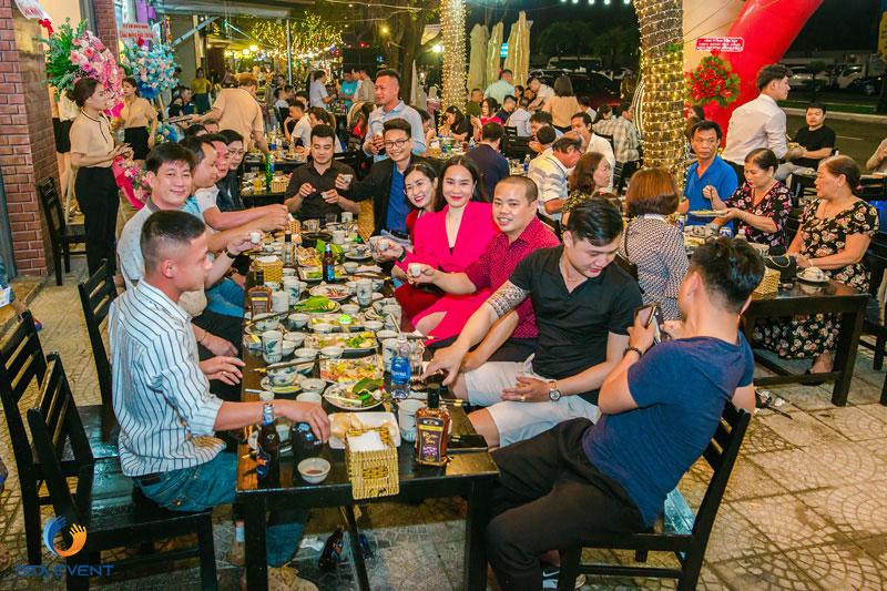 Khai-Truong-Nha-Hang-Dang-Gia-555-Nguyen-Tat-Thanh 66