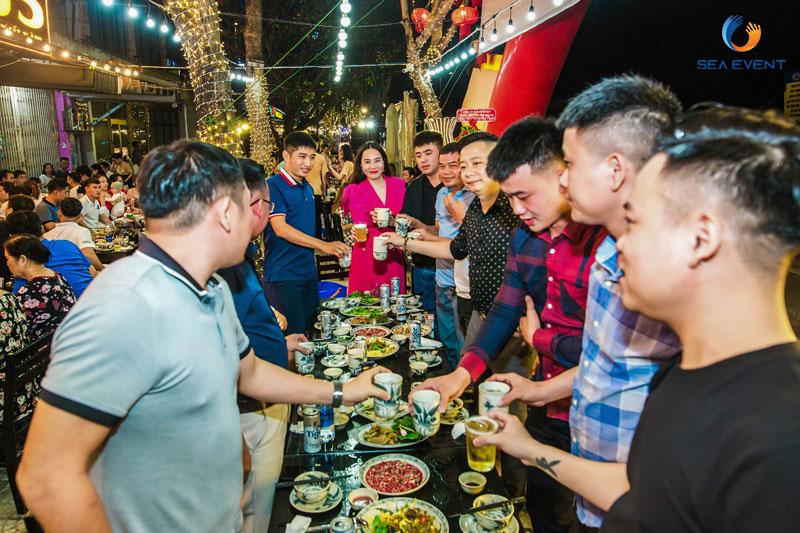 Khai-Truong-Nha-Hang-Dang-Gia-555-Nguyen-Tat-Thanh 67