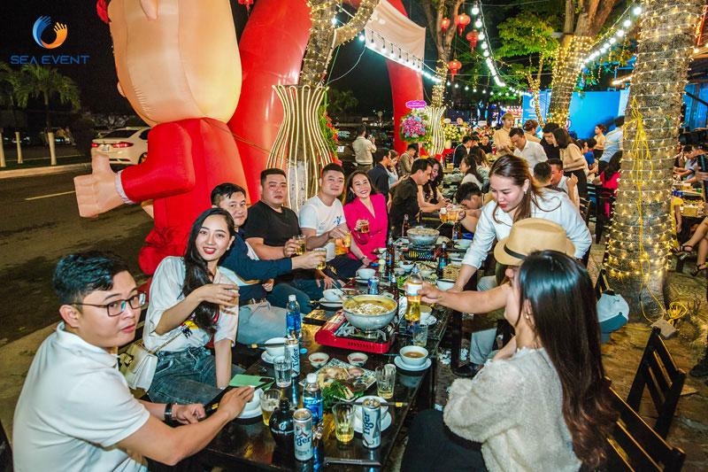 Khai-Truong-Nha-Hang-Dang-Gia-555-Nguyen-Tat-Thanh 68