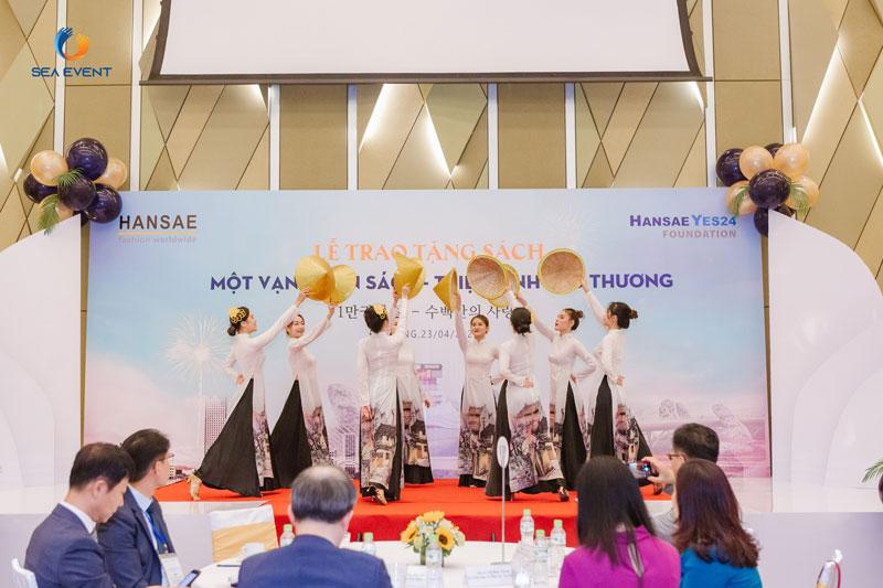 le-trao-tang-sach-mot-van-cuon-sach-trieu-tinh-yeu-thuong-sea-event-2